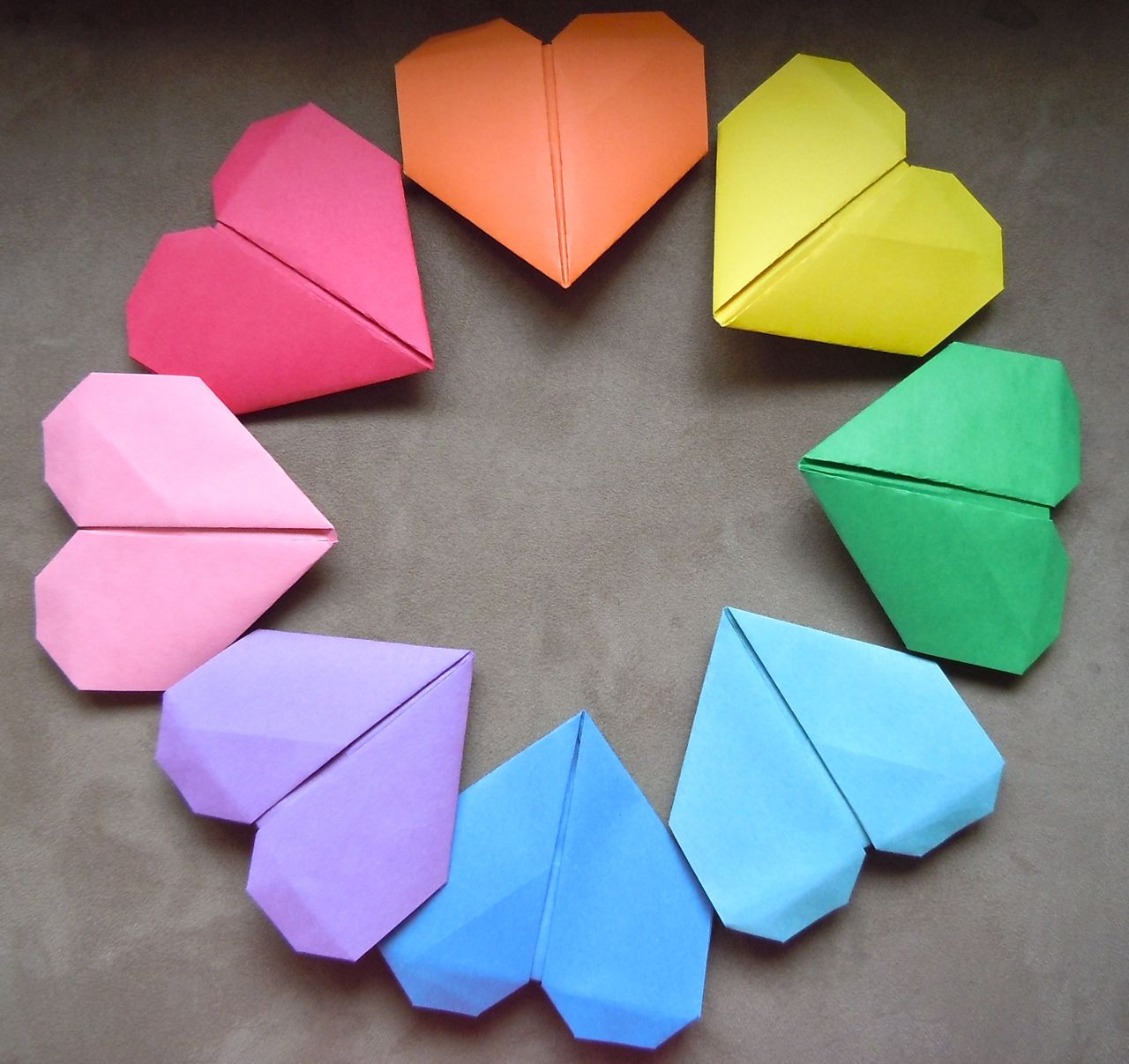 how to hold heart origami